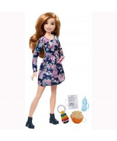 Barbie Skipper bébiszitter szőke hajú, szeplős Barbie popcornnal FHY89